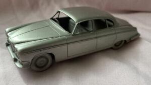 Danbury Mint  Pewter Jaguar 1966 420 G
