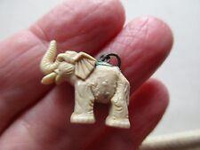 Antico Vintage Portafortuna Elefante Bianco Tronco alzato presto in plastica. GOMME fascino Fob S