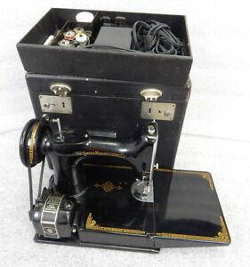 NICE 1947 Singer 221-1 Featherweight Sewing Machine w Case Vintage