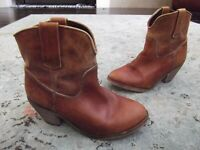 Women's CORRAL short western boots distressed look Sz. 8
