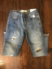 NWT Women's GAP Mid Rise Best Girlfriend Jeans size 26R/2R With Camo Accents