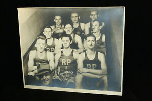 RARE ORIGINAL VINTAGE PHOTOGRAPH ROSEVILLE POTTERY 1940s BASKETBALL TEAM SPORTS