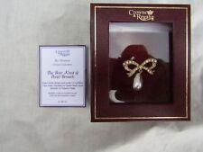 Crown & Regalia Miniatura Colección Corona Princesa Diana Con Moño Perla Broche