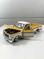 JADA 1/24 DUB CITY 1972 CHEVY CHEYENNE PICK UP TRUCK USED YELLOW NO MIRRORS