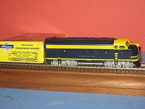 HO Vintage Athearn: Santa Fe ( Freight) F-7a Diesel, rubber band drive. C-6/ob s