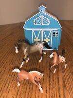 Breyer Frolicking Foals Pocket Barn-Blue-3 Horses & 1 Non Pony Stable Dollhouse