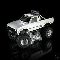 Deluxe stand for TAMIYA Bruiser and Mountaineer with Box Art TOYOTA 4x4 PICKUP