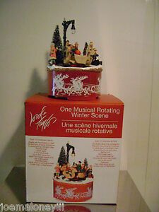 LORD & TAYLOR CHRISTMAS PARK VILLAGE CAROUSEL MUSICAL FIGURINES DECORATION