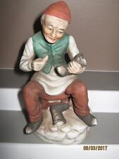 Ceramic figurine old man no3 sitting repairing shoe size 140 to 185 mm ex/cond