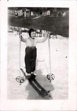 snapshot enfant faisant du ski mode tenue hiver neige février 1943 photo