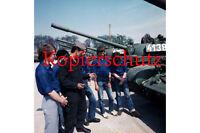 J104 Angehörige der FDJ zu Besuch in einem Panzerbataillon der NVA Foto 20x30 I