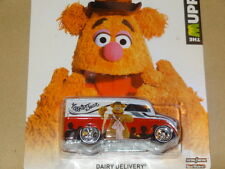 2013 HOT WHEELS MUPPETS DAIRY DELIVERY HW HOTWHEELS FOZZY BEAR  WHITE/RED VHTF