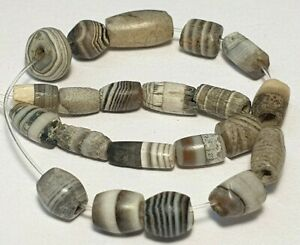 21 ANCIENT RARE INDO-TIBETAN BANDED SOLOMON´S AGATE BEADS