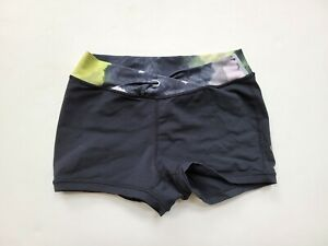 Lululemon Pranayama 4 Short in Black/Black Citron Bike Shorts YM1-46