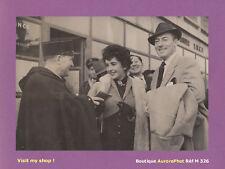 PHOTO DE PRESSE 1952 : ELIZABETH TAYLOR & MICHAEL WILDING JEUNES MARIÉS - M326