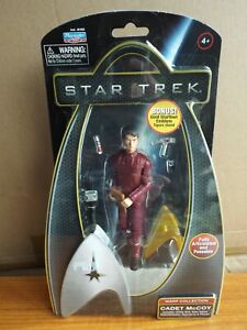 PLAYMATES TOYS STAR TREK WARP COLLECTION – CADET McCOY – STARFLEET STAND