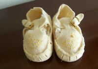 ANTIQUE FELT BABY / DOLL BOOTIES/SHOES IVORY WITH BUCKLES