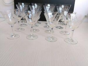 Servizio Vintage 16 Bicchieri a Calice (4+4+8) Incisi a Mano Manifattura Doyen