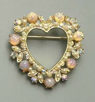 Lovely vintage heart brooch in gold tone metal with crystals & faux stones