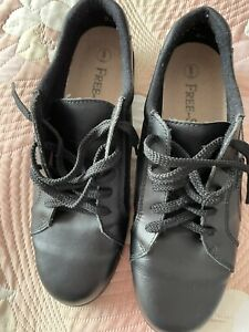 Ladies Free step shoes size 8 Black Leather