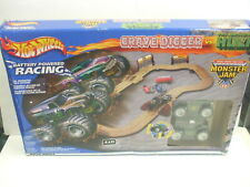 Hot Wheels Monster Jam GRAVE DIGGER vs INCREDIBLE HULK Battery Operated Race Set