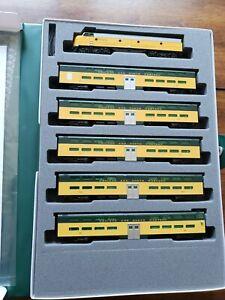 KATO N C&NW EMD E8A and Pullman Bi-Level 400 Train 6-Unit Set - 106104