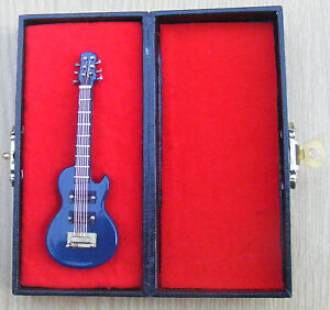 1:12 Scale Blue Guitar With A Black Case Tumdee Dolls House Music Instrument 551