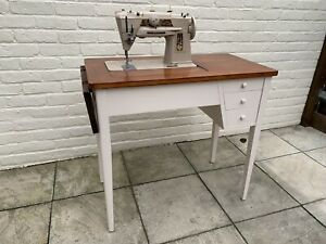 Singer 401G Vintage Sewing Machine With Desk