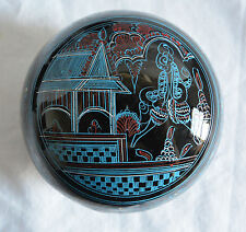 HANDMADE ROUND RED WHITE BLUE BURMESE LAQUERWARE BOX WITH HOUSE & PERSON DESIGN