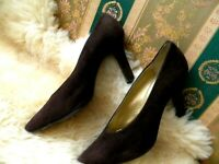 BEAUTIFUL Yves Saint Laurent Brown Suede Leather Pointed Toe Pumps Size - 8