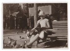 PHOTO ANCIENNE Pigeons Pigeon Barcelone Barcelona Espagne 1932 ZOO Mode Chapeau
