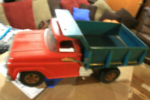 VINTAGE TONKA RED/BLUE DUMP PICKUP DELIVERY TRUCK GREAT CONDITION