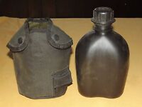 VINTAGE 1976 R & D US PLASTIC ARMY CANTEEN & COVER