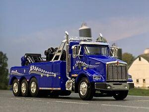 1/64 DCP BLUE KENWORTH T800 TRI-AXLE W/ CENTURY 9055 WRECKER