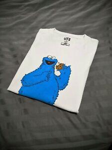 Kaws UNIQLO Sesame Street Cookie Monster Size US Men's Medium 2018