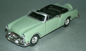 1/46 Scale 1953 Packard Caribbean Open Top Diecast Model Car - Welly 43665 Green