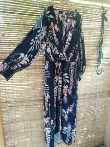 City Chic M Maxi Dress Long Cold Shoulder Sleeves navey Blue Floral Curvey