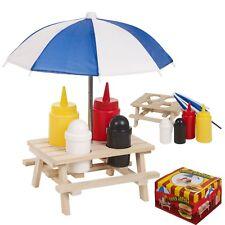 En bois picnic table Condiments Shaker sel poivre Ketchup Moutarde Pub Restaurant