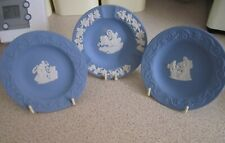 WEDGWOOD,X 3 SMALL JASPER WARE DISHES WITH STANDS,11.3 CM,AND URN