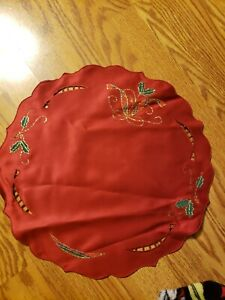 "NWT Lenox Holiday Nouveau Cutwork Red Elegant round Placemat ""Set of 2"""