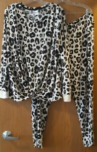 Women's Animal Print Cozy Long Sleeve Top and Leggings Pajama Set - Stars Above