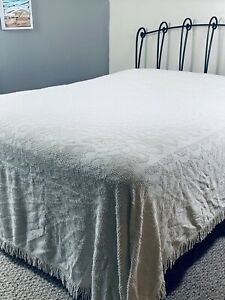 """VINTAGE Ivory/ Off White Floral CHENILLE Queen/King FRINGED BEDSPREAD 102""""x88"""""""