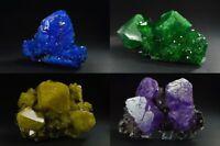 Alunit Chalkanthit Kristalle auf Matrix lila grün gelb blau alun Mineralien