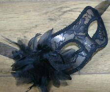 Maschere nero piuma per carnevale e teatro