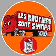 LES ROUTIERS SONT SYMPAS CAMION TRUCK 9cm AUTOCOLLANT STICKER (RA110)