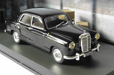 MERCEDES BENZ 220S JAMES BOND 007 GOLDFINGER UNIVERSAL HOBBIES 1/43 DIORAMA
