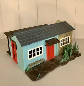 BRITAINS MODEL FARM COTTAGE  / COWBOY RANCH / HOUSE No. 4716  (MAKE UP MODEL)