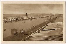 Riccione - Tende e cabine sulla vasta spiaggia
