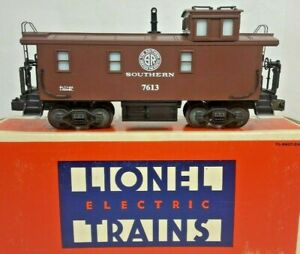 LIONEL 6-17613 SOUTHERN SQUARE WINDOW CABOOSE  LIONEL 7613 SMOKING CABOOSE