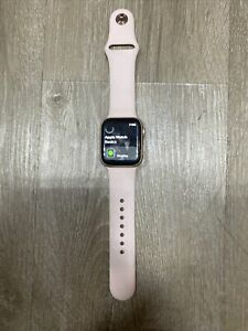 Apple iWatch Series 4 40mm GPS Rose Gold With Band READ DESCRIPTION